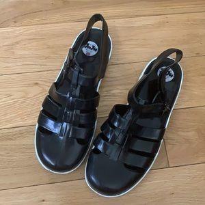 JuJu Jelly maxi flat sandals - black and white